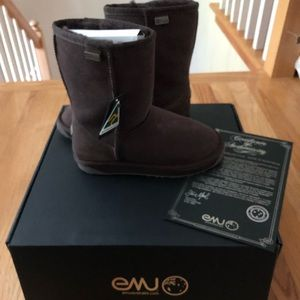 NEW IN BOX Emu chocolate brown shearling boots